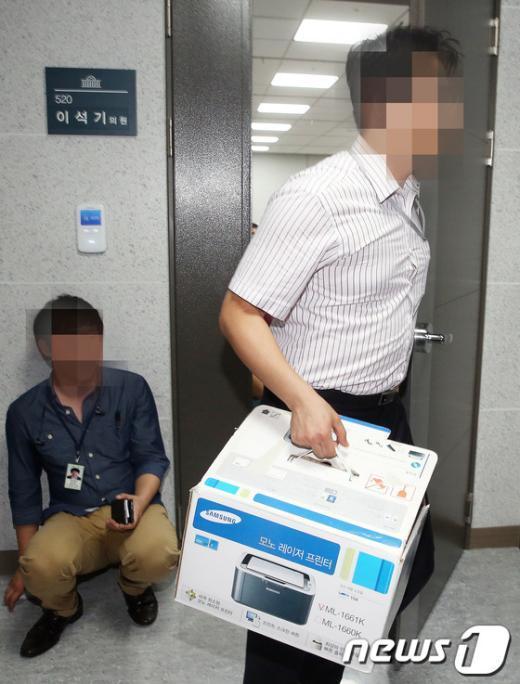 [사진]분주한 국정원 직원