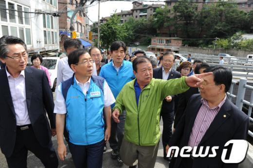 [사진]박원순 시장, 신영동 저류시설 설치 예정부지 방문
