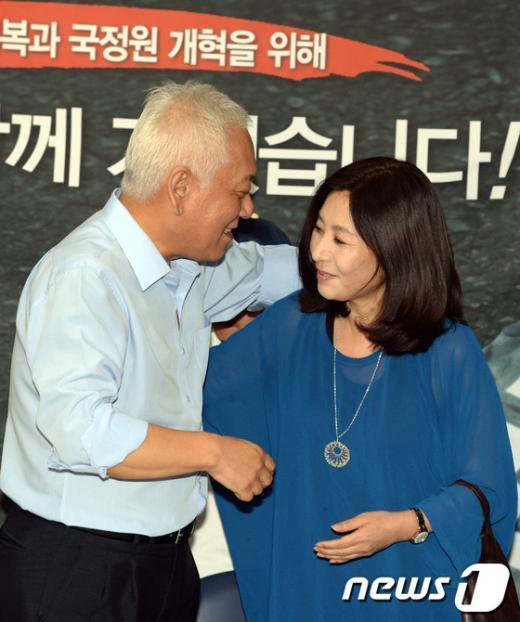 """[사진]최명길 """"우리 남편 고생이 많네"""""""