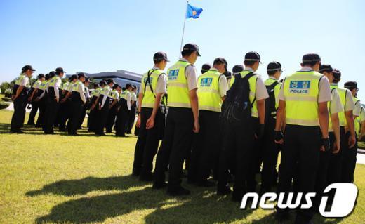 """[사진]국회 본청 앞 """"철통 경계"""""""