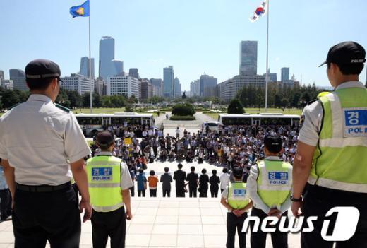 [사진]통합진보당원들은 기자회견 못 합니다!