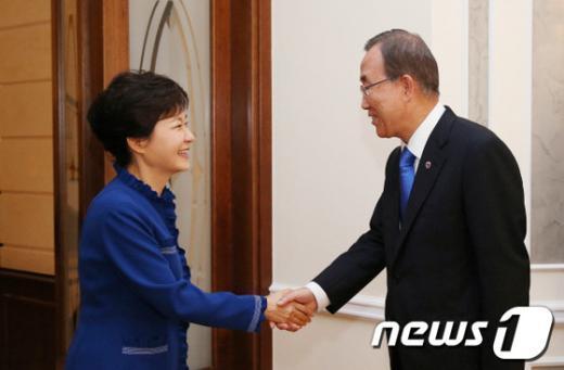 [사진]반기문 총장 만난 박근혜 대통령