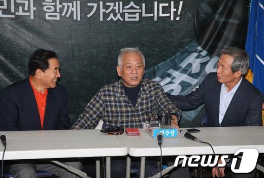 [사진]민주 천막당사 방문한 정몽준-이재오