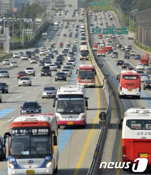 [사진]'줄지은 버스 귀성차량'