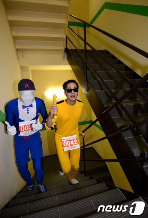 [사진]63빌딩 계단 오르는 이소룡?