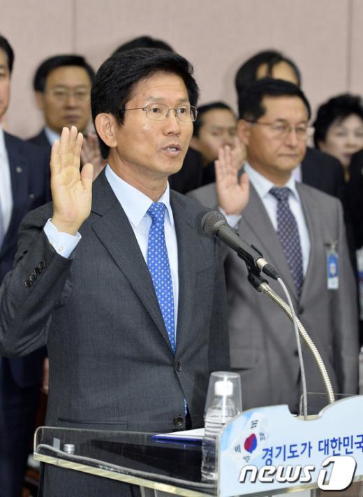 [사진][2013국감] 김문수 '성실히 임하겠습니다'