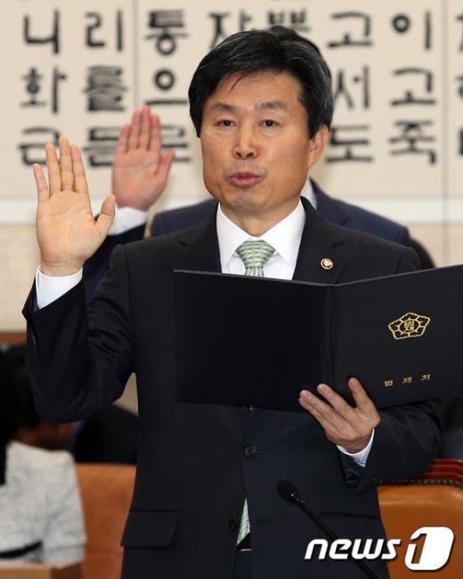 [사진][2013국감] 법제처 '국감선서'