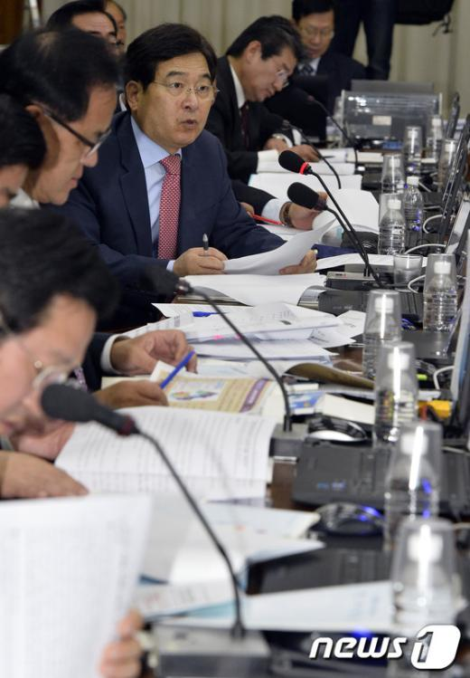 [사진][2013국감]질문하는 심재철 의원