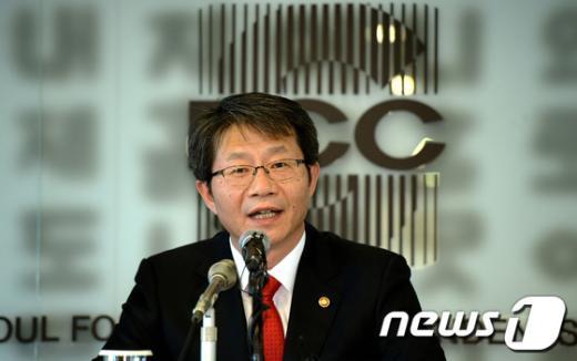 [사진]외신기자클럽 간담회 나선 류길재 장관