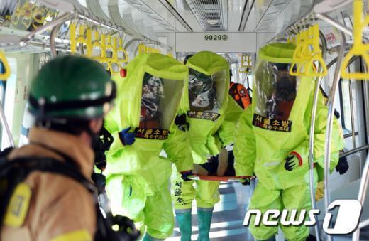 [사진]'지하철 인명구조'
