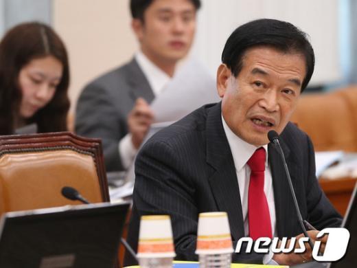 [사진][2013국감]질의하는 서상기 의원