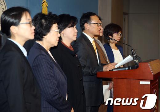 [사진]국회 환노위 야당 의원들, 전교조 관련 기자회견