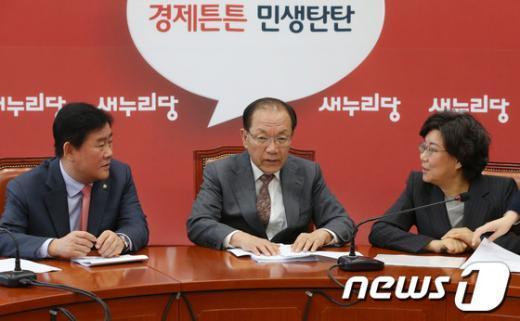 [사진]새누리당 지도부, '문재인 성명 논의?'