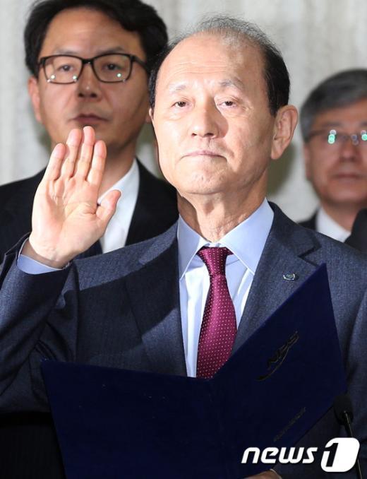 [사진][2013국감]'국민연금공단 선서'