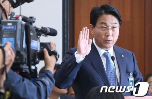 [사진][2013국감]장석효 가스사장 '선서합니다'
