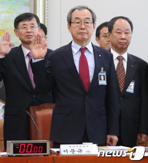 [사진][2013국감]서문규 석유사장 '선서합니다'