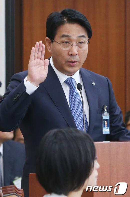 [사진][2013국감]선서하는 장석효 가스공사 사장