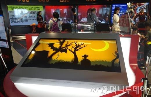 일본 스카이트리에 설치된 키오크코리아의 대형 투명디스플레이. / 사진제공=키오스크코리아