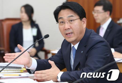 [사진][2013국감]장석효 가스공사 사장 '국감 답변'