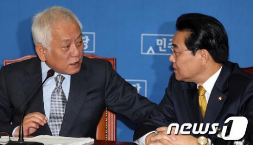 [사진]논의하는 민주 지도부