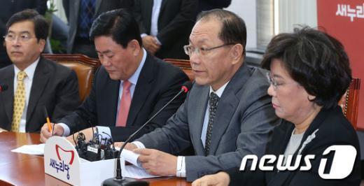 [사진]최고위원회의 주재하는 황우여 대표