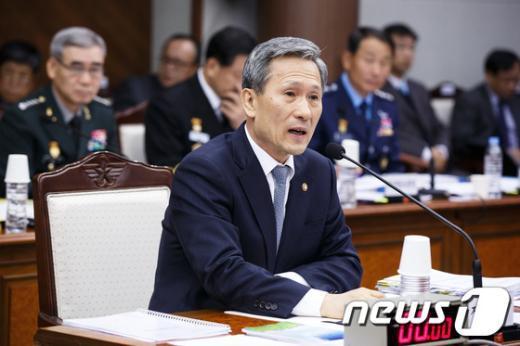 [사진][2013국감] 김관진 장관의 답변