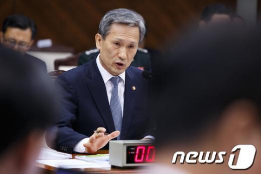 [사진][2013국감] 답변하는 김관진 장관