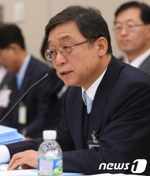 [사진][2013국감]오연천 서울대 총장 '국감 답변'