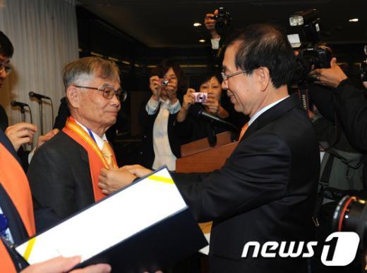 [사진]명예시민 된 노무라 모토유키 목사