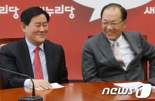 [사진]황우여-최경환 '재보선 미소'