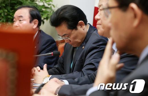 [사진]고개 떨군 전병헌 원내대표