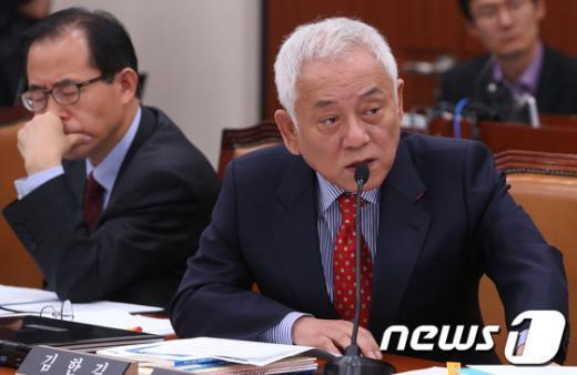 [사진][2013국감]질의하는 김한길 대표