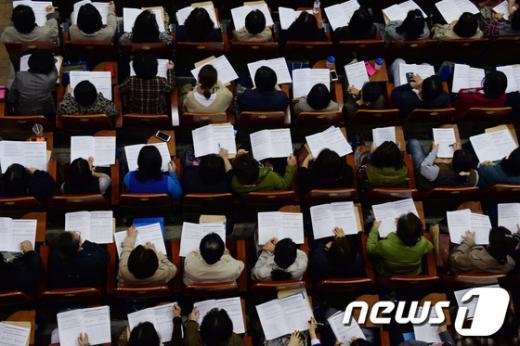 [사진]고교 선택 전략설명회 찾은 학부모들