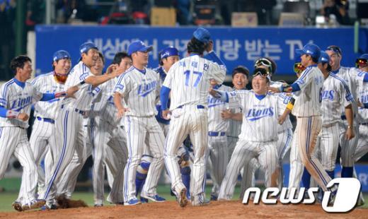 [사진]삼성, 사상 첫 한국시리즈 통합 우승 3연패
