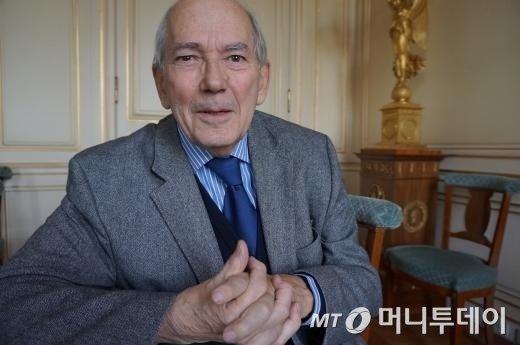 미셸 캉드쉬 전 국제통화기금(IMF) 총재에겐 고 김대중 대통령에 대한 기억이 강하게 남아있는 듯했다. 그는 사진을 찍는 동안 기자에게 '김 전 대통령이 한국인들에게 어떤 대통령으로 기억되는가'에 대해 물었다. /사진=하세린 기자