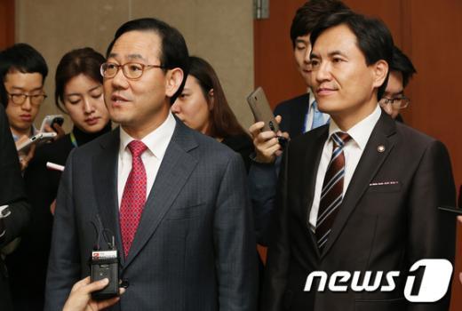 [사진]'국회선진화법 회의' 전하는 새누리당