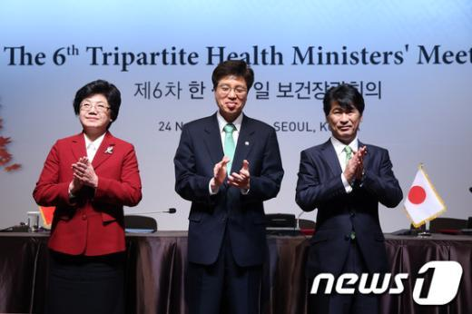 [사진] 한·중·일 보건장관 '박수도 함께'