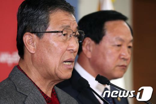 [사진]사제단 미사에 뿔난 군장성 출신 與 의원들