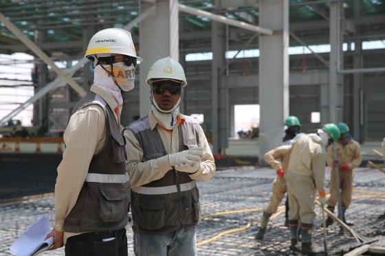 이라크 비스마야 신도시 공사현장에서 일하고 있는 근로자. / 사진제공=한화건설