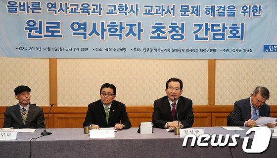 [사진]민주, '교학사 교과서' 간담회