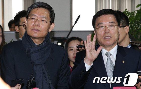 [사진]예산 질의에 답변하는 김광림-최재천