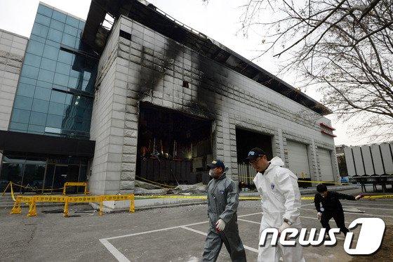 [사진]왕십리 무인변전소 화재 현장감식