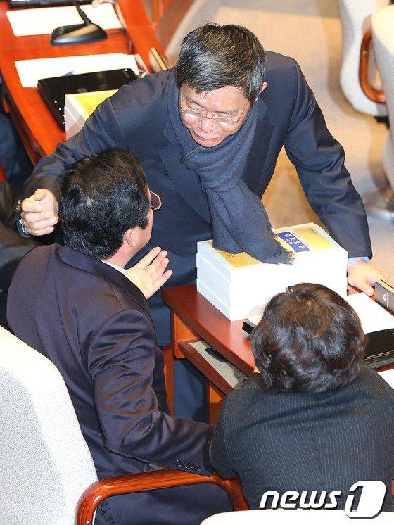 [사진]새누리당 의원 만나는 최재천 간사