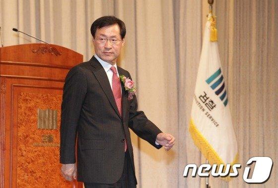 [사진]취임사 마친 김진태 신임 검찰 총장