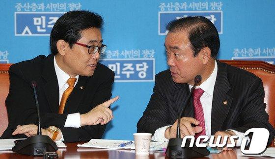 [사진]원내대책 논의하는 전병헌-장병완