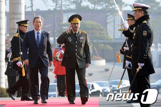 [사진]제르바이잔 국방장관 국군의장대 사열