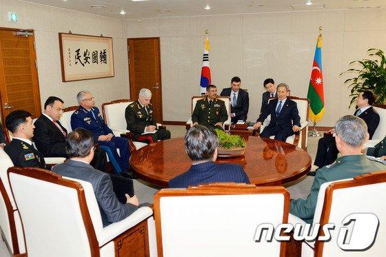[사진]한국-아제르바이잔 국방장관 대담