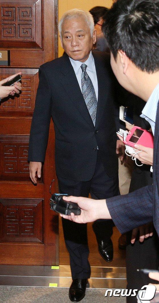 [사진]김한길 '무거운 발걸음'