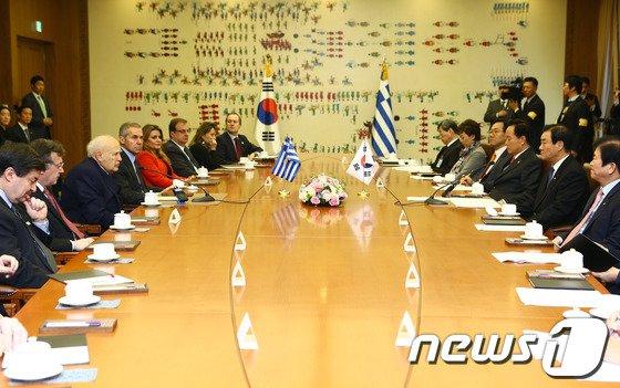 [사진]환담하는 강창희 의장과 파풀리아스 그리스 대통령