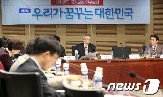 [사진]與 연구모임 발제하는 곽병선 이사장